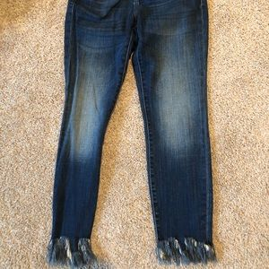 Hidden Jeans with fringe at the ankles